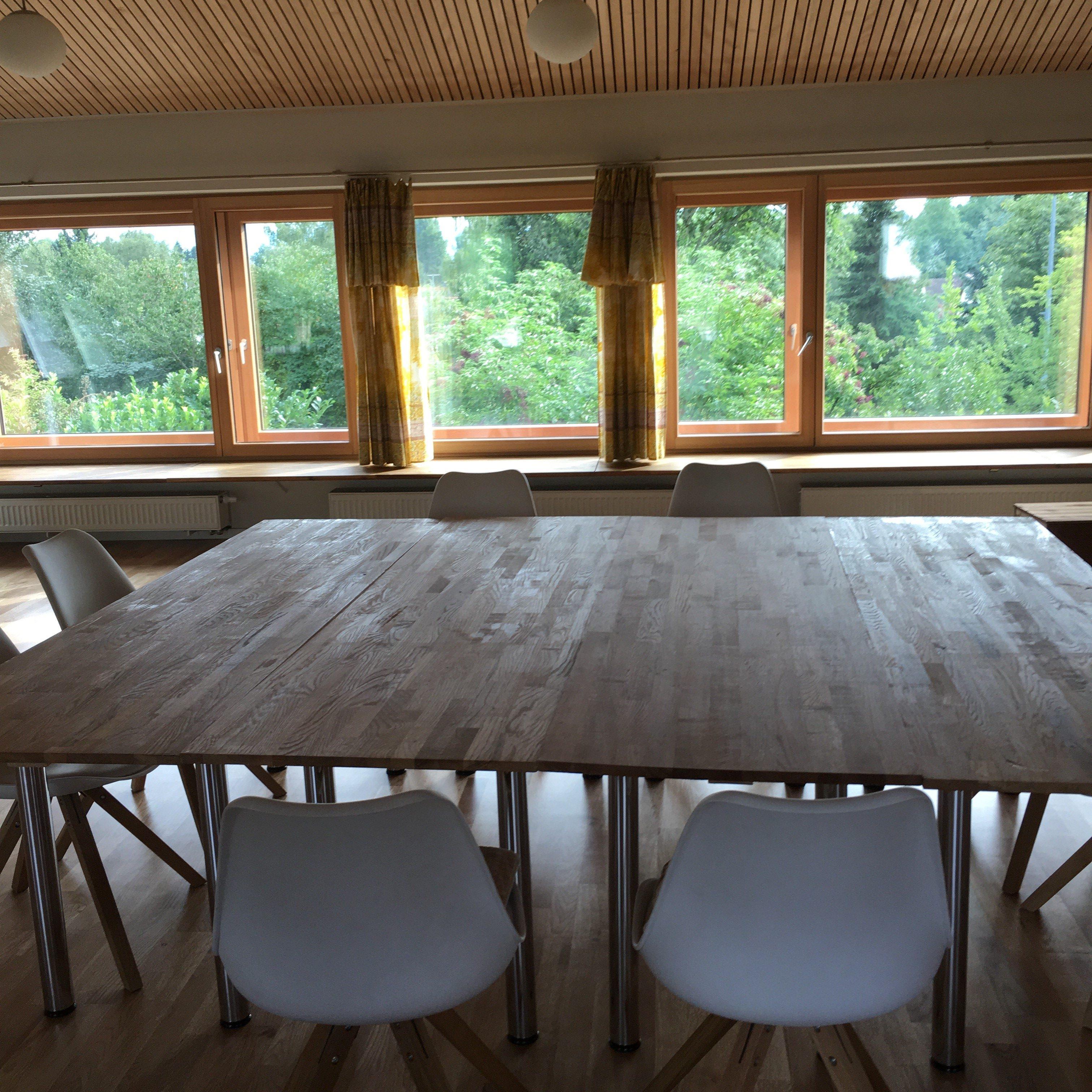 T-Raum Tische
